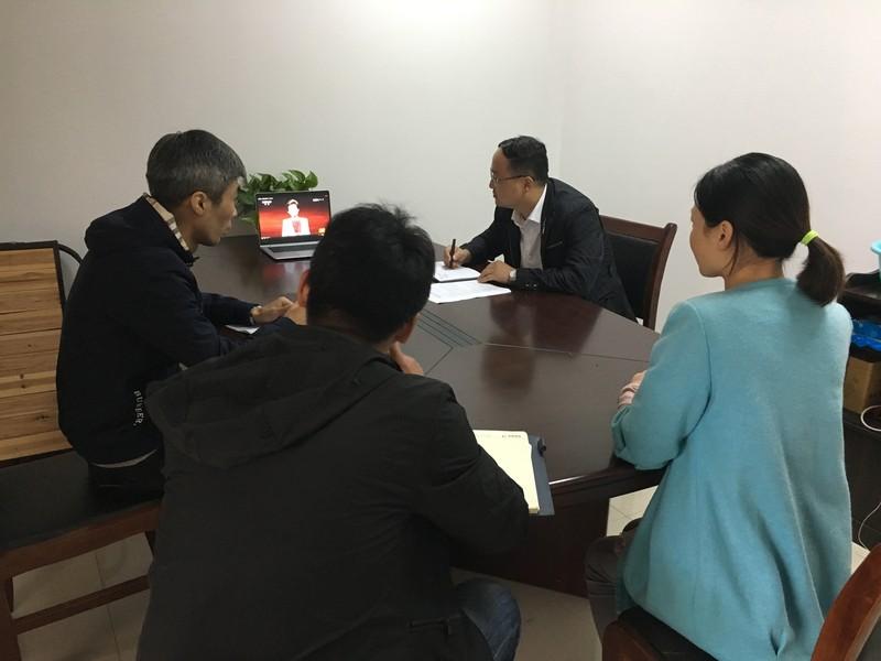 区招商局组织干部职工观看专题片《榜样》.JPG