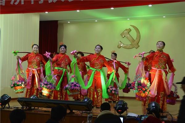 民间传统舞蹈《挑花篮》.jpg