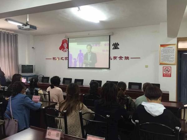 """区妇联积极组织人员观看""""中国好家庭好家风""""网络巡讲活动.jpg"""