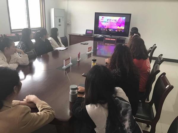 """区妇联积极组织人员观看""""中国好家庭好家风""""网络巡讲活动 (1).jpg"""
