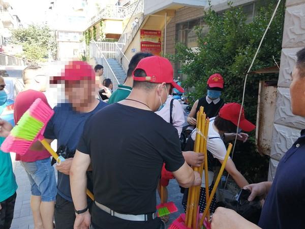 西办司法所组织社区服刑人员参加文明创建志愿者活动 (2).jpg