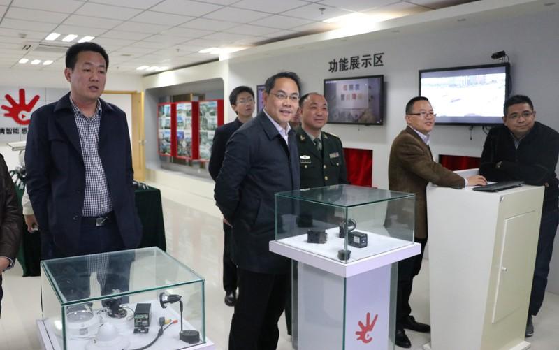 潘功发在南京考察军民融合产业